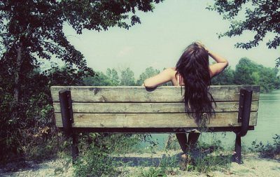alone-bench-girl